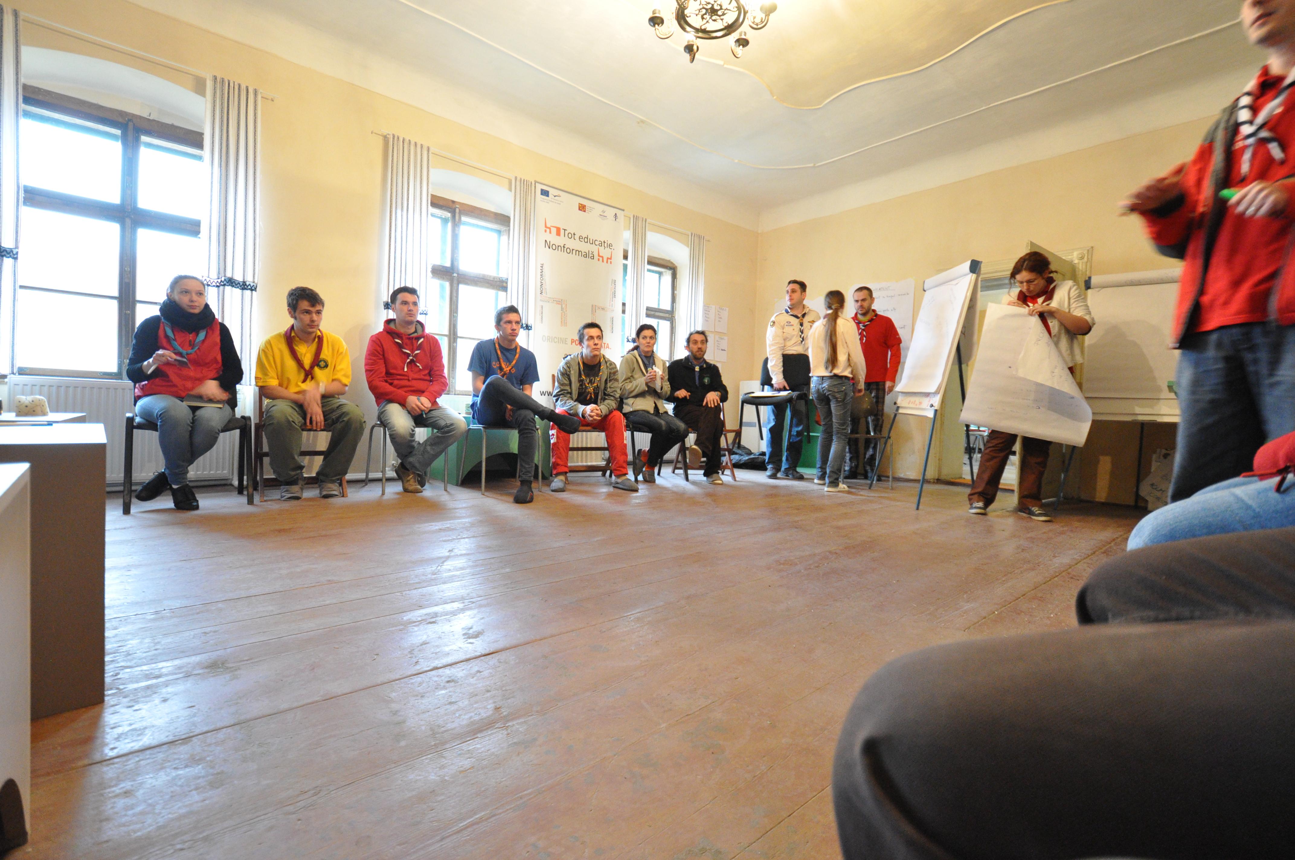 {:en}Grup in the activity room{:}{:ro}Grup in sala de activitati{:}