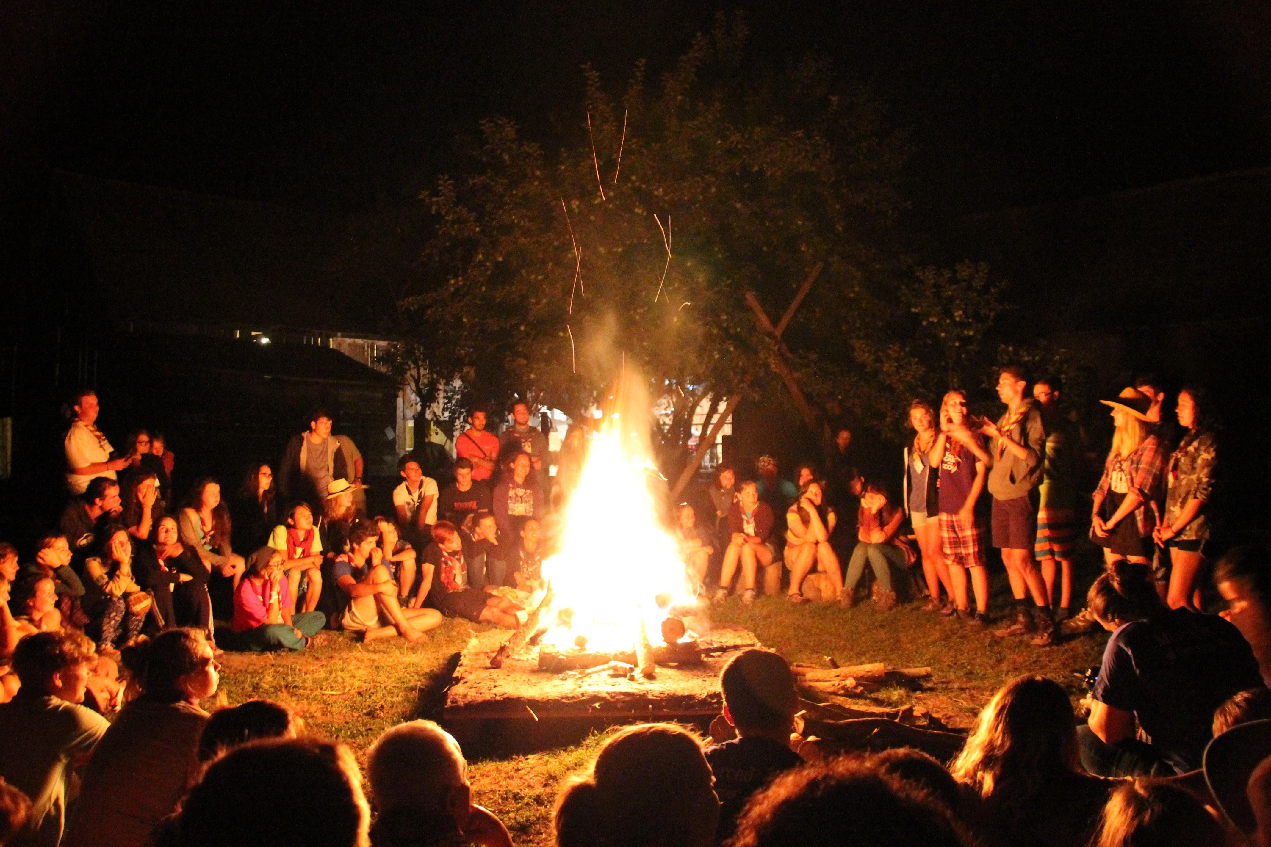 {:en}Camp fire{:}{:ro}Foc de tabara{:}